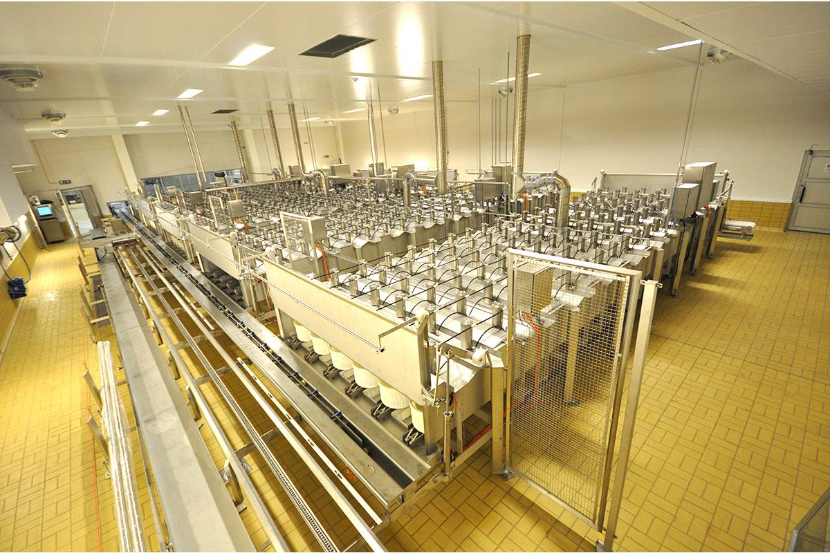 Semi-hard cheese production Closed press