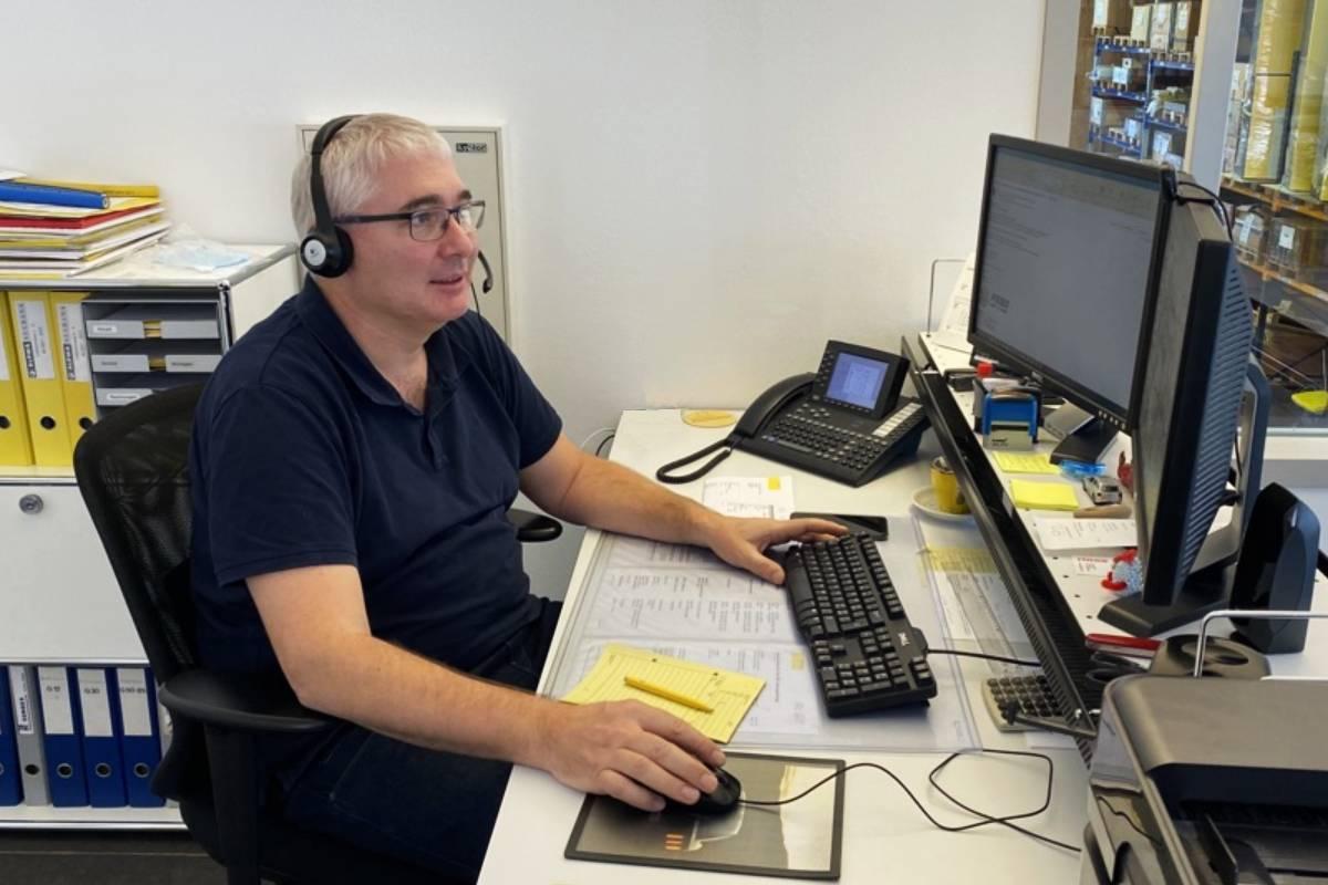 24-hour service telephone hotline